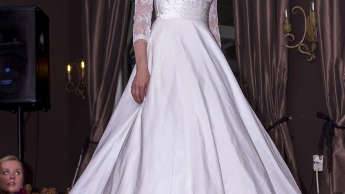 417a30928e63 Plesové a svatební šaty vyberte dle svých předností