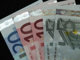 money-8886_1280
